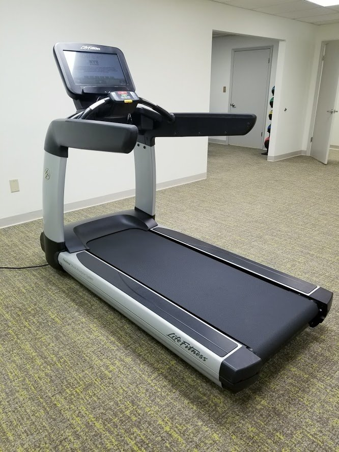 Life Fitness 95T Treadmill with Discover SE Console, Elevation Series